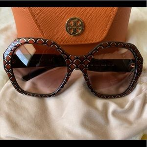 Tory Burch Oversized Sunglasses With Case